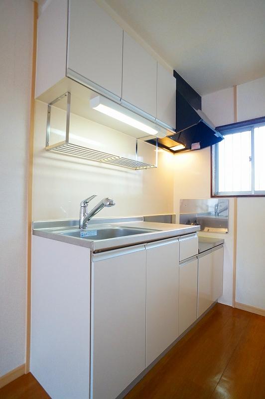 グリーンハイツ 02020号室のキッチン