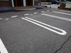 フェニックス 01010号室の駐車場