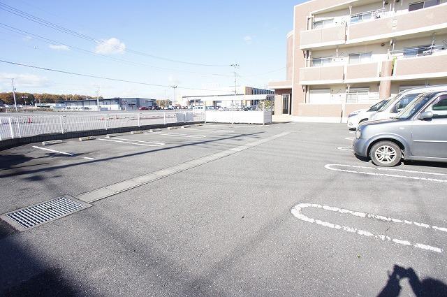 スプランディッド レジデンス 02010号室の駐車場