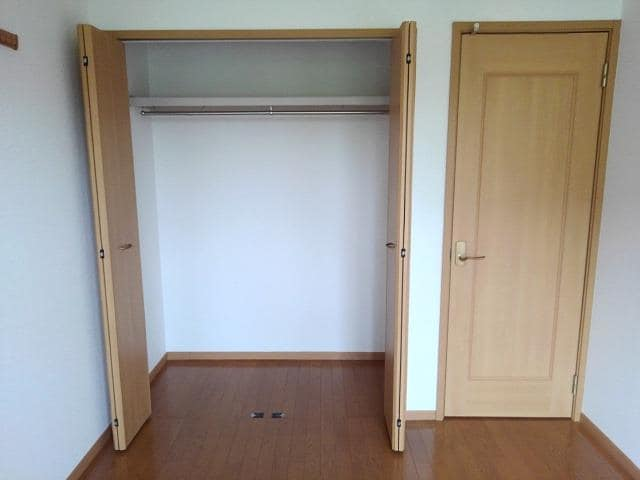 クリスタルガ-デンB 02010号室の収納