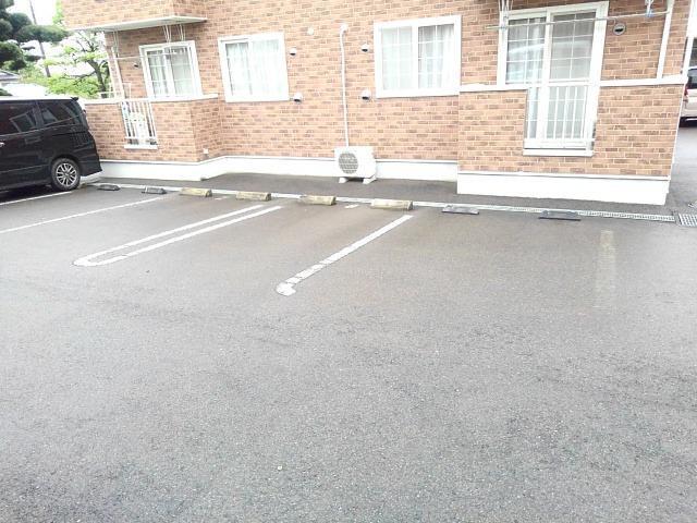 クリスタルガ-デンB 02010号室の駐車場