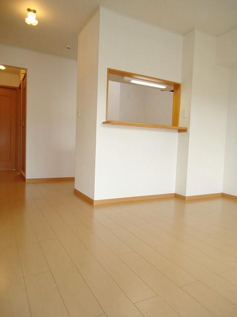 リヴウェルコート W 202号室のリビング