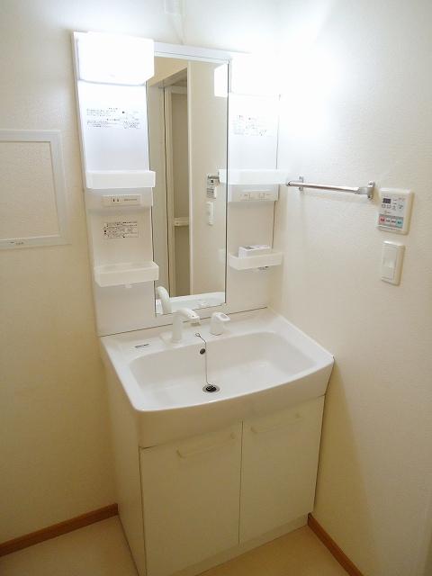 リヴウェルコート W 202号室の洗面所