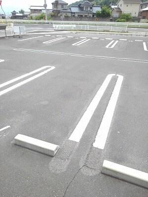 アヴニールA 02010号室の駐車場