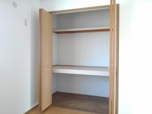リバ-ベイスン Ⅲ 02010号室の収納