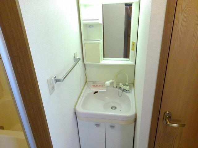 リバ-ベイスン Ⅲ 02010号室の洗面所