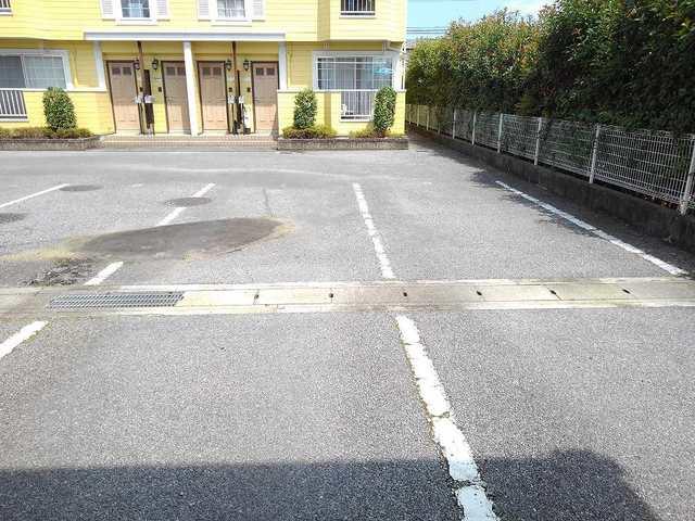 リバ-ベイスン Ⅲ 02010号室の駐車場