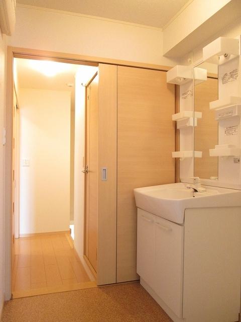 サンローレル A 02020号室の洗面所