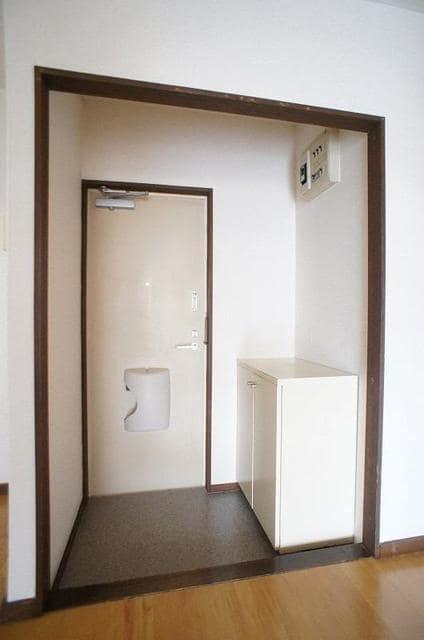 メゾントミ-Ⅱ 01020号室の玄関