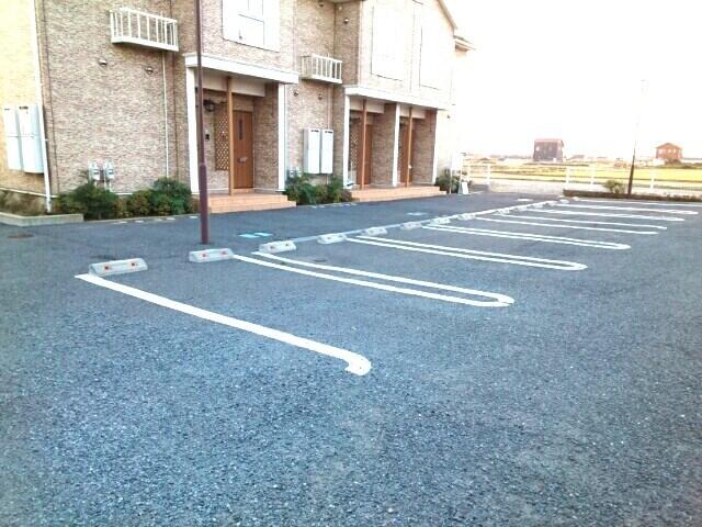 アヴニールⅤ 02010号室の駐車場