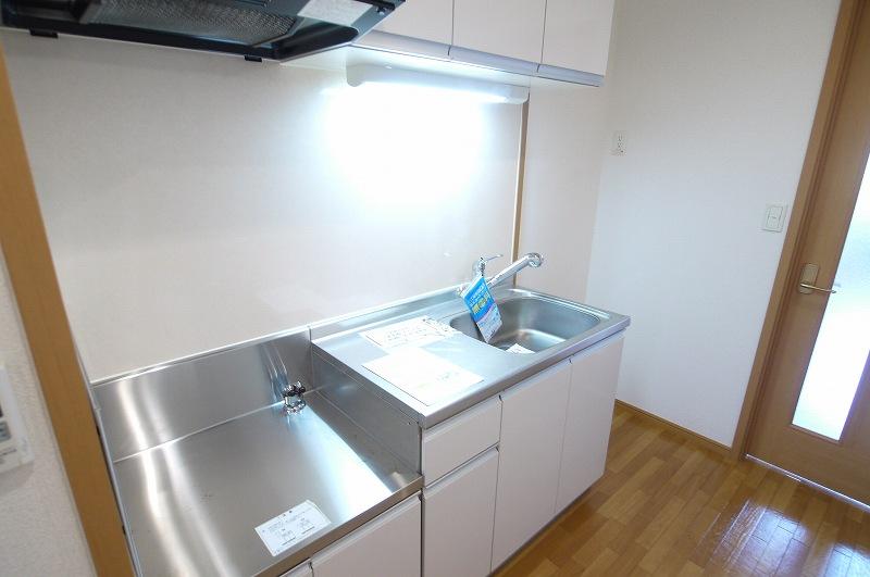 ウエスト下鴨 202号室のキッチン