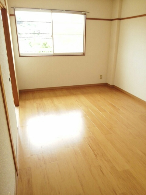 メゾンベルディ 02030号室の居室