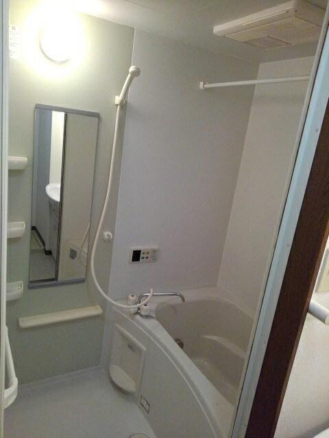 アルカンシエルⅢ 101号室の風呂