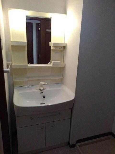 アルカンシエルⅢ 101号室の洗面所