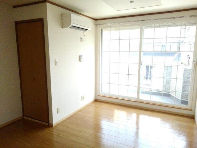 ガーデンロイヤル カトレア館 02020号室のリビング