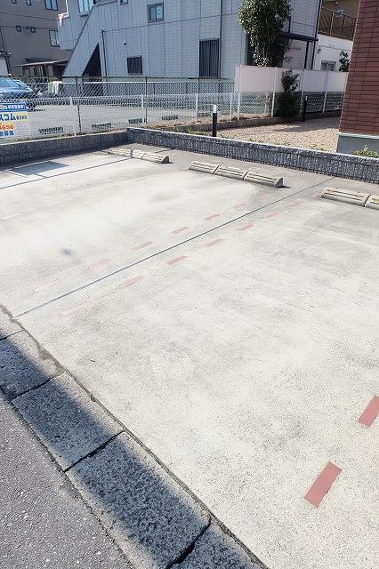 パルコプレッソ 101号室の駐車場