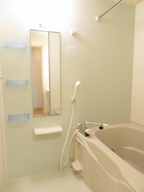 ローヤル ヒルコートM 101号室の風呂