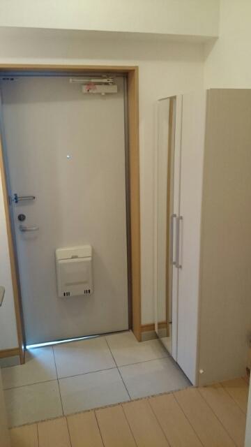 オーシャンブルー 203号室の玄関