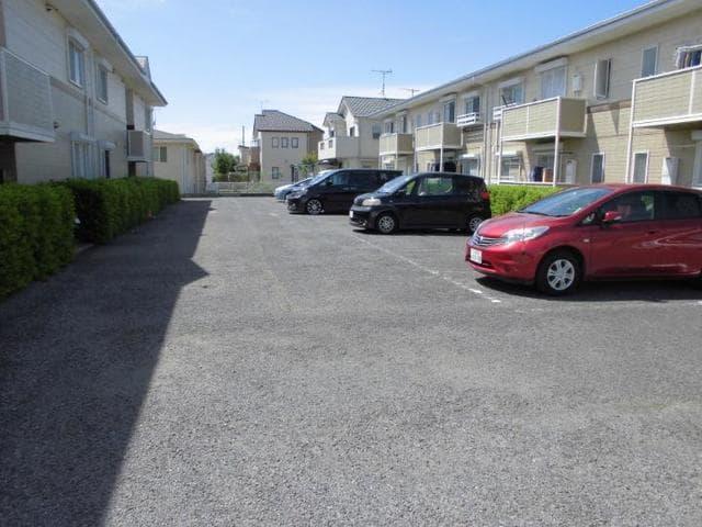 ヴィラ松前台B 01030号室の駐車場