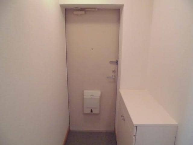 ヴィラ松前台B 01030号室の玄関