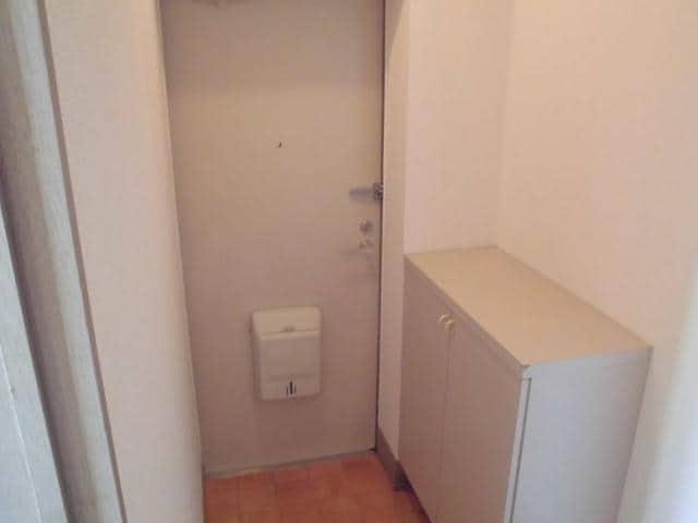 ヴィラ松前台B 02030号室の玄関