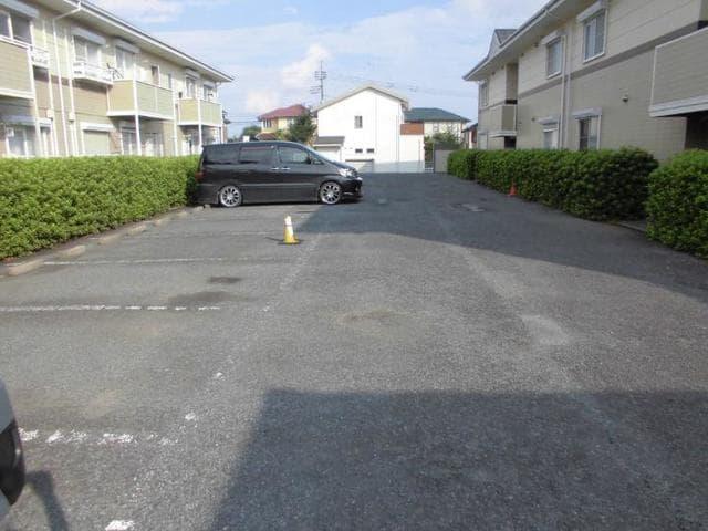 ヴィラ松前台B 02030号室の駐車場