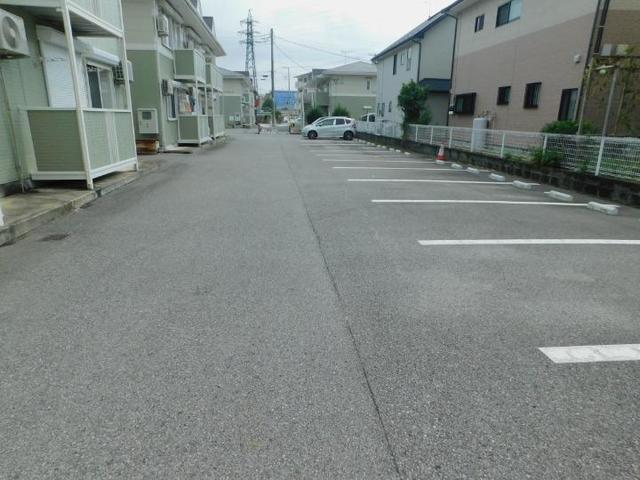 サンパティークおかもとC 01020号室の駐車場