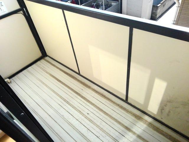 エルディムユートピアA 203号室のバルコニー