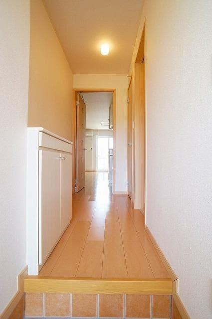 グランディールB 01020号室の玄関