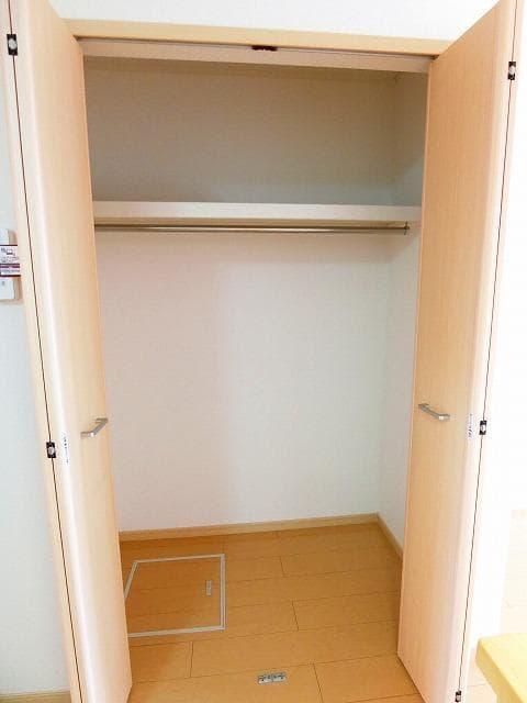 グランディールB 01020号室の収納
