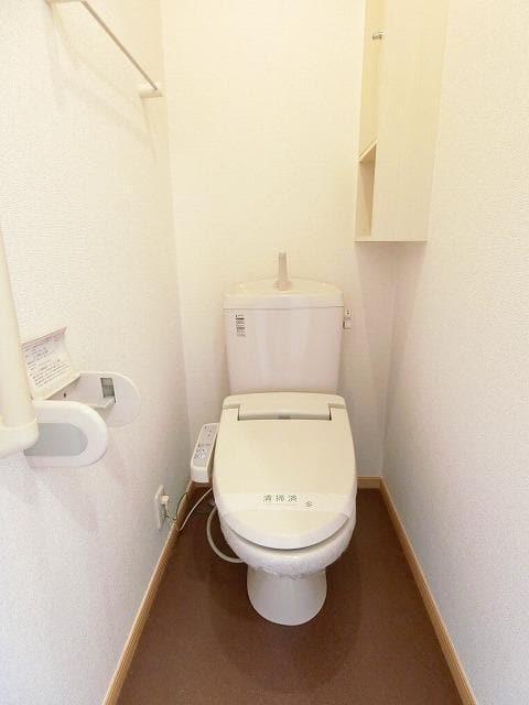 グランディールB 01020号室のトイレ