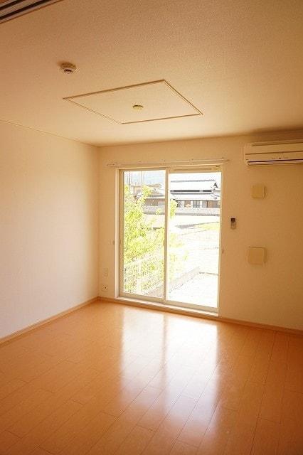 サンライズガーデンB 01020号室のリビング
