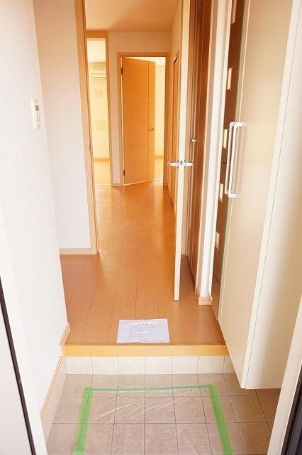 サンライズガーデンB 01020号室の玄関