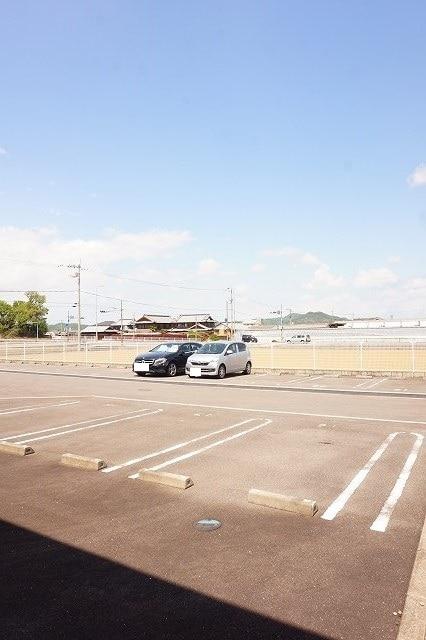 サンライズガーデンB 01020号室の駐車場