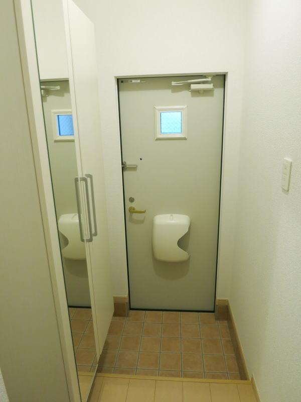 U ユートピア 101号室の玄関