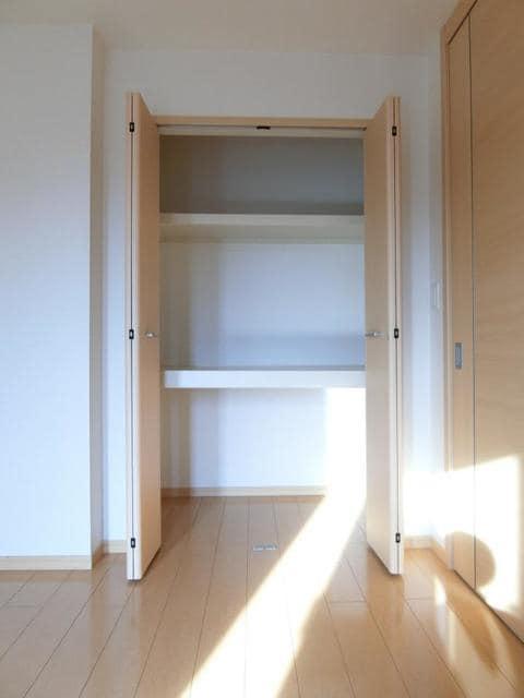 サン・クローネ チヨダA 02020号室の収納