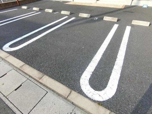 サン・クローネ チヨダA 02020号室の駐車場