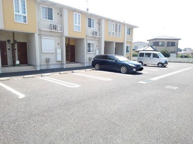 ペアハウスヒロセI 01040号室の駐車場
