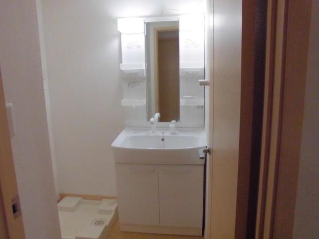 エル クレジェンドⅢ 01010号室の洗面所