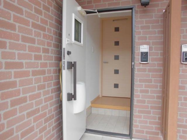エル クレジェンドⅢ 01010号室の玄関