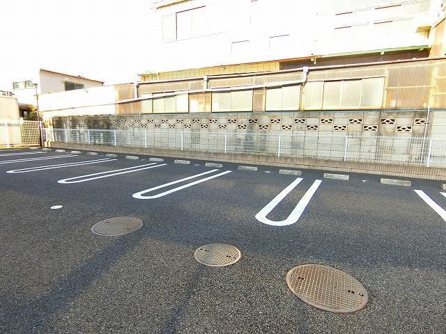 ブッシュクロ-バ-Ⅱ 03040号室の駐車場