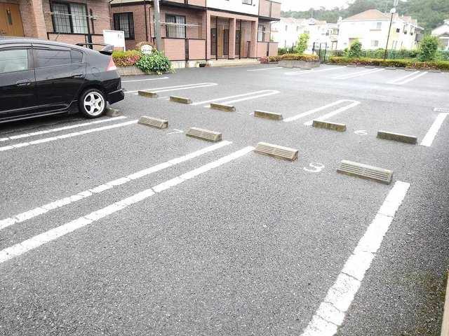 エテルネルA 02030号室の駐車場