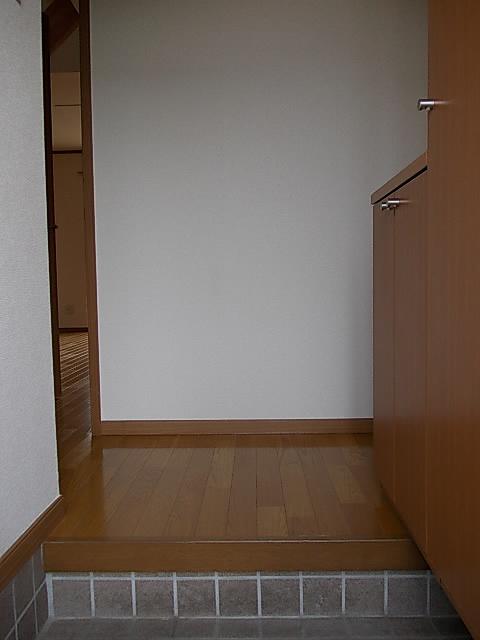 アンセートル城屋敷 B 102号室の玄関