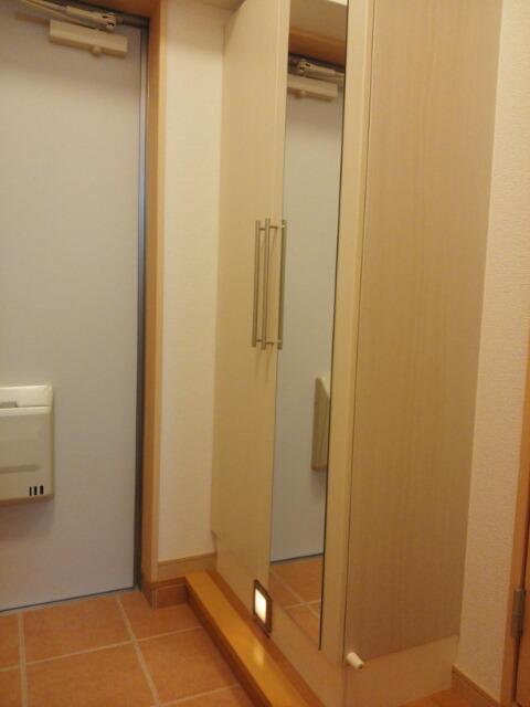 ニューアメニティービラ壺屋 202号室の玄関