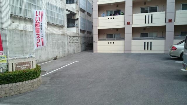 ニューアメニティービラ壺屋 202号室の駐車場