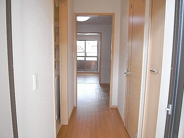 ハイム和久里 202号室の玄関