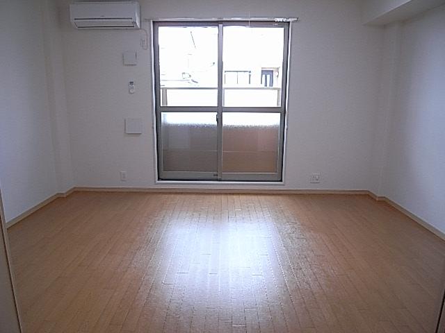 ハイム和久里 202号室の居室