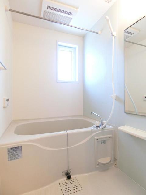 リュミエ-ルB 02010号室の風呂