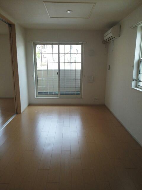 メゾン カワセミ 02010号室のリビング