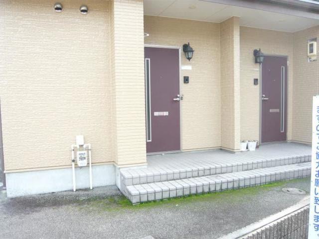 ラッフィナートA 01010号室のエントランス